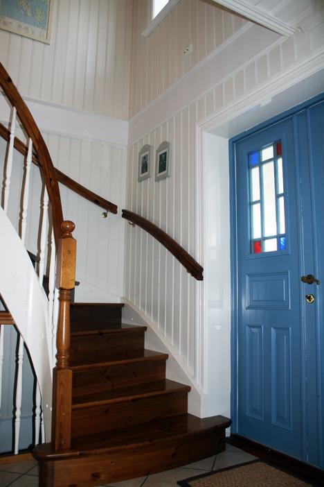 Gang med trapp opp til 2.etg