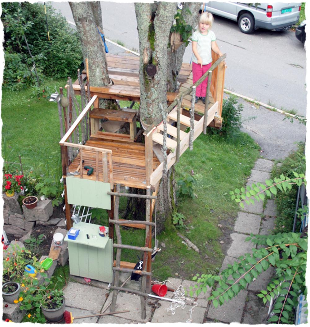Espen og mamma brukte store deler av sommeren med hytta, mens de to ...