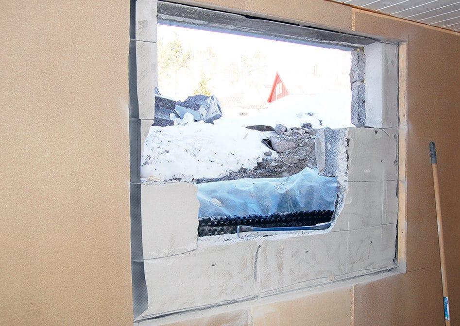 Åpner veggen og setter inn større vindu i kjelleren