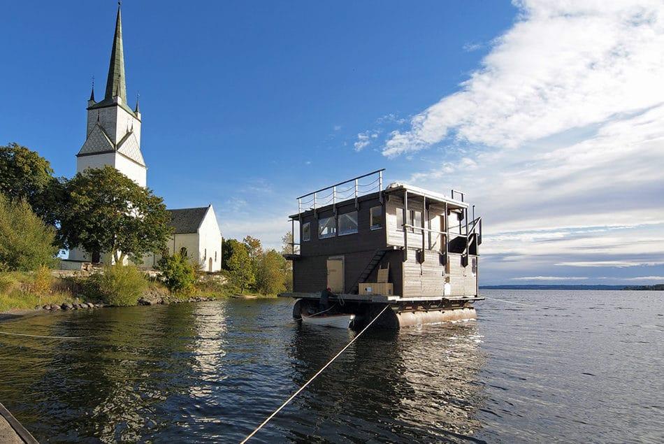 Husbåt på Mjøsa