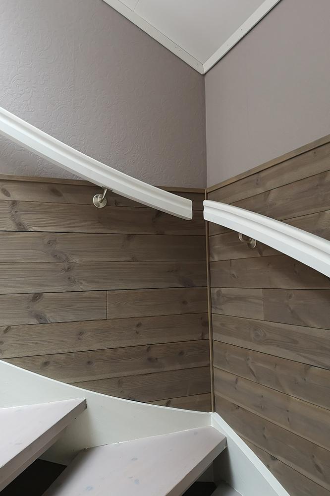 Bilde av trappeoppgang med panel interiørprisfinalist nummer 6