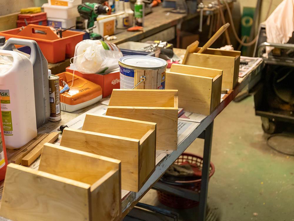 Bilde av snekkerverkstedet til Hans Martin hvor han lager fuglekasser