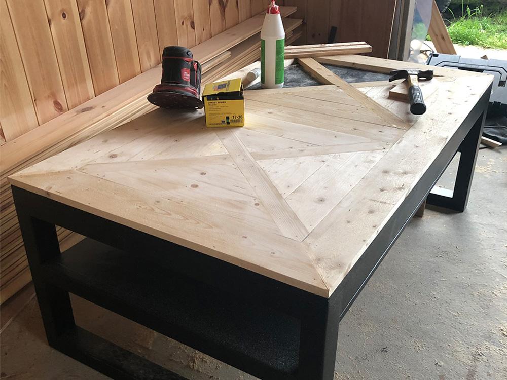 Bilde av stuebord som snart er ferdig behandlet - Åpen Klasse finalist nummer 4
