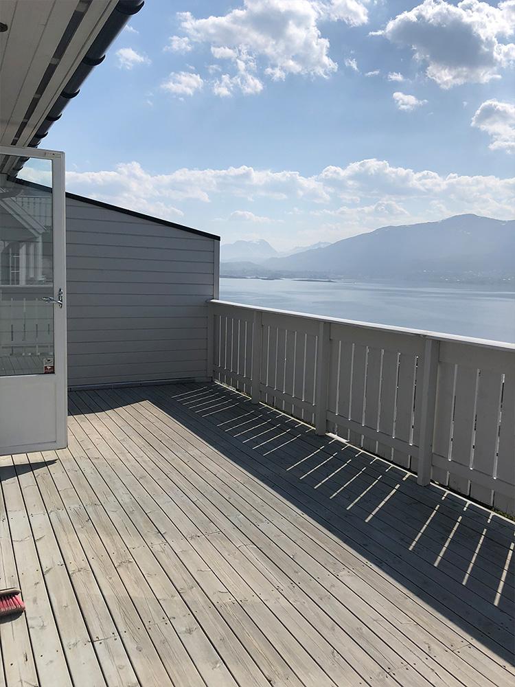Et førbilde av terrassen uten plassbygde møbler - Åpen Klasse 2020 - Finalist nummer 6