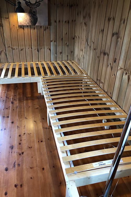 Bilde av ferdig rammeverk til plassbygd sofa. Åpen klasse 2020 finalist 1
