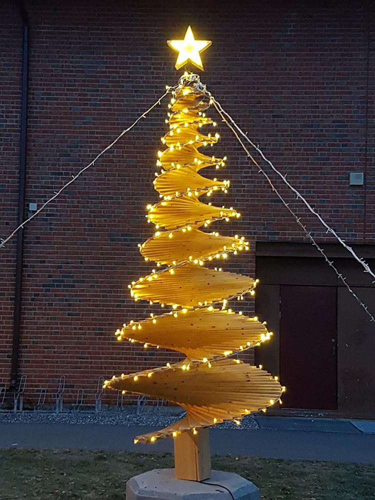 Bilde av juletre - Åpen Klasse Finalist nummer 7 - med belysning