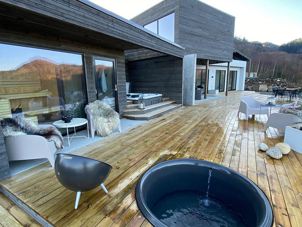Bilde av spa-område med badstu. Finalist nummer 13. Uteromsprisen 2021.