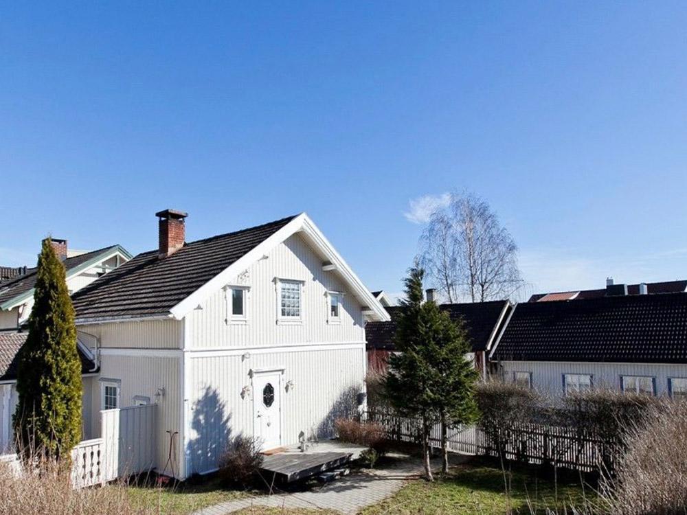Bilde av hagetomt før renoveringsarbeid finalist nummer 10. Uteromsprisen 2021.