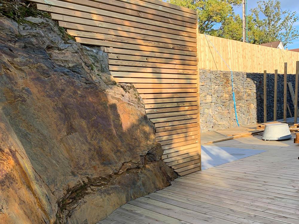 Bilde av byggeprosess i bakgården til finalist nummer 09. Uteromsprisen 2021.