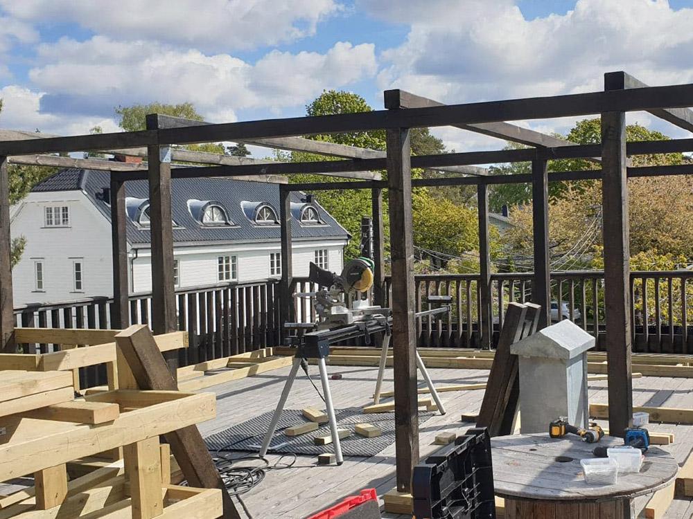 Bilde av påbegynt byggeprosess - Loungområde. Finalist nummer 5 uteromsprisen 2021.