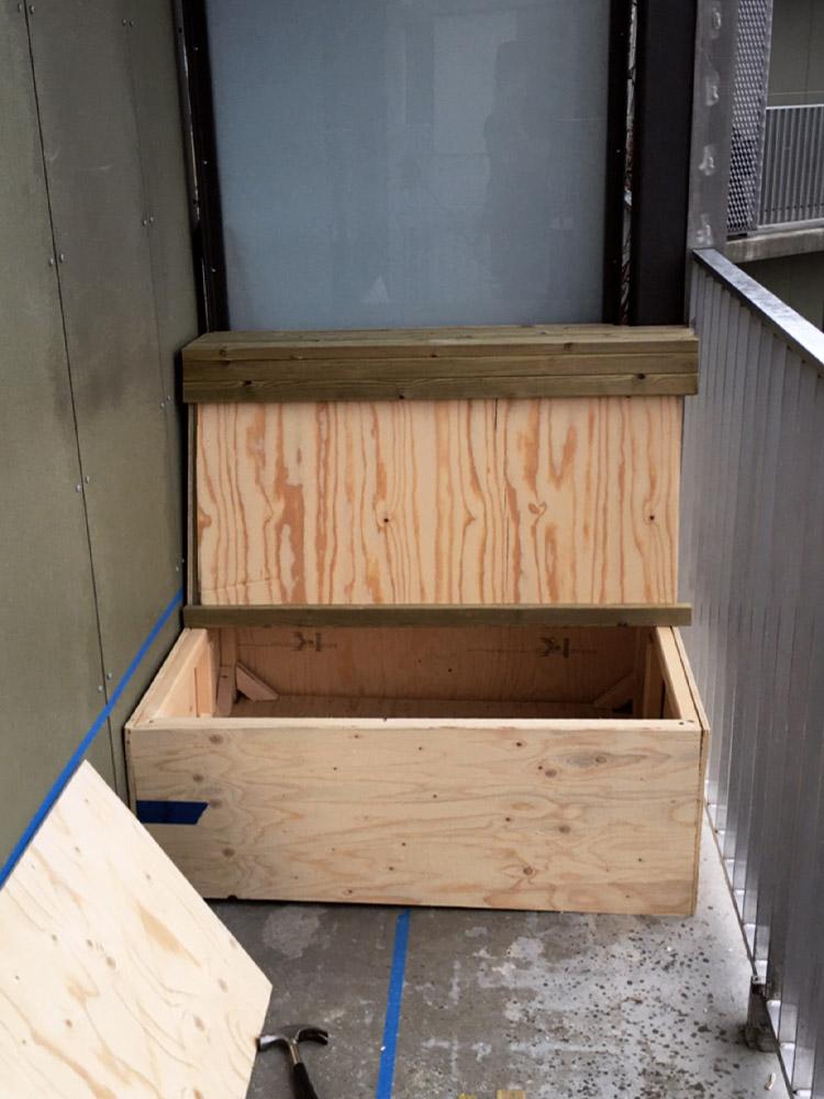 Bilde av byggeprosess - del av benk ferdig. Finalist 11. Uteromsprisen 2021.