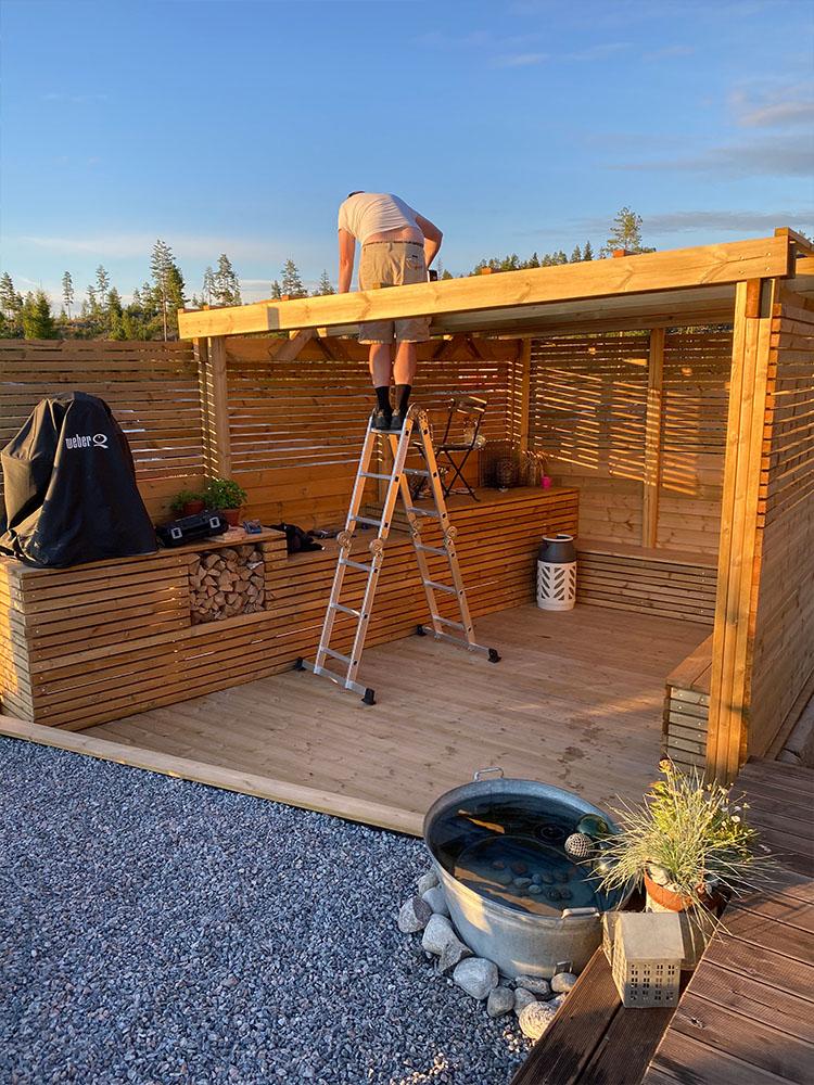 Bilde av pergola på hytta til finalist nummer 8 uteromsprisen 2021.
