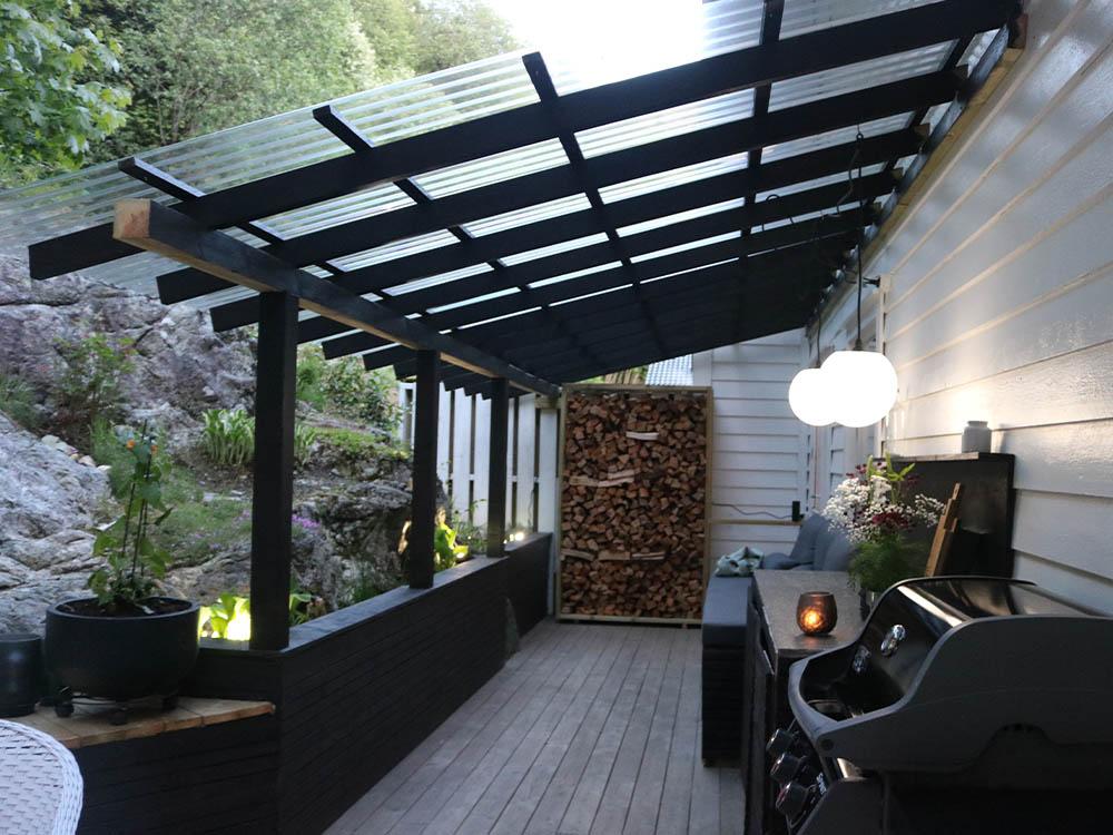Bilde av overbygd tak i uterommet hos finalist nummer 1 i årets uteromspris