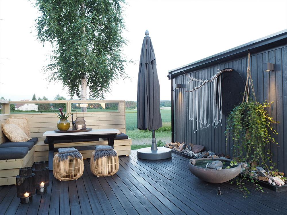 Bilde av uterom med terrasse og hjemmelaget levegg. Finalist nummer 3 uteromsprisen 2021