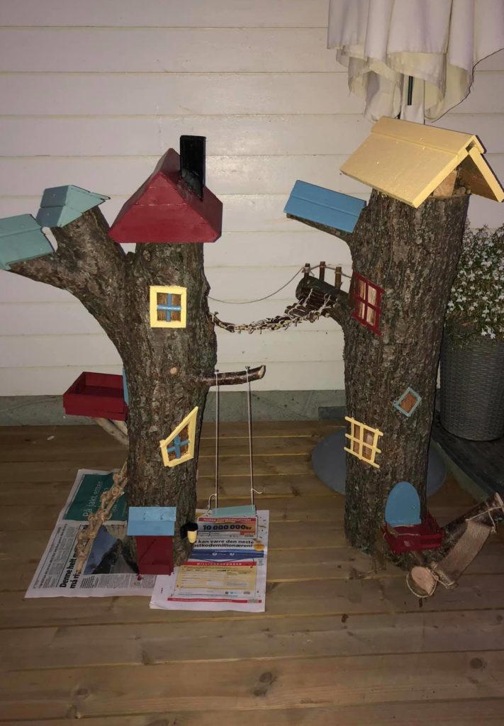 Bilde av finalist Barnas Trepris - små byggerier - Bilde av kreative trestubber før de ble plassert i hagen