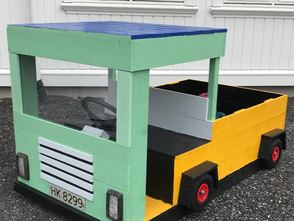 Bilde av hjemmelaget lastebil. Finalist i kategorien små byggerier.