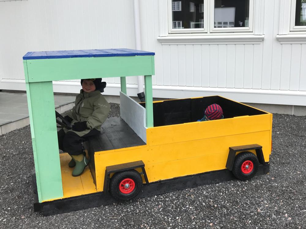 Bilde av lastebil fra siden - finalist Barnas Trepris kategori 'små byggerier' 2021.