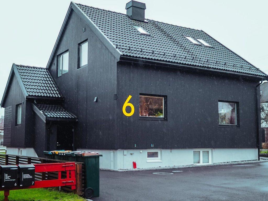 Bilde av fremside av huset hos finalist nummer 3 i  eksteriørprisen 2021.
