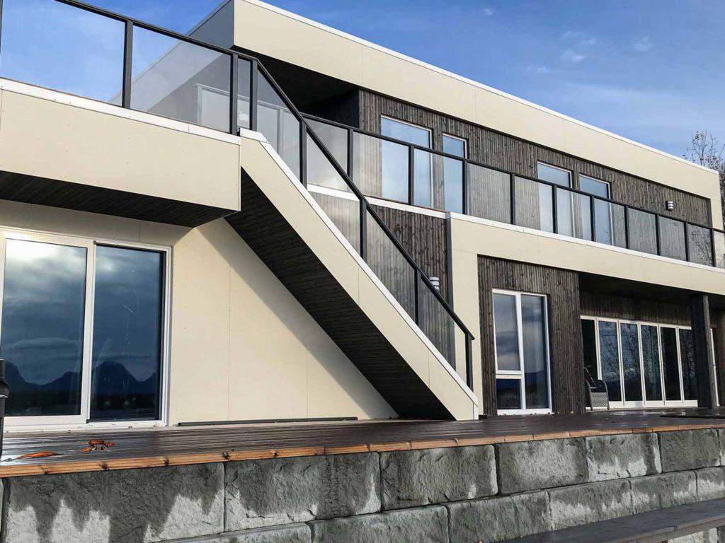 Bilde av hus med NORD-kledning og fasadeplater. Eksteriørprisen 2021 finalist nummer 4.