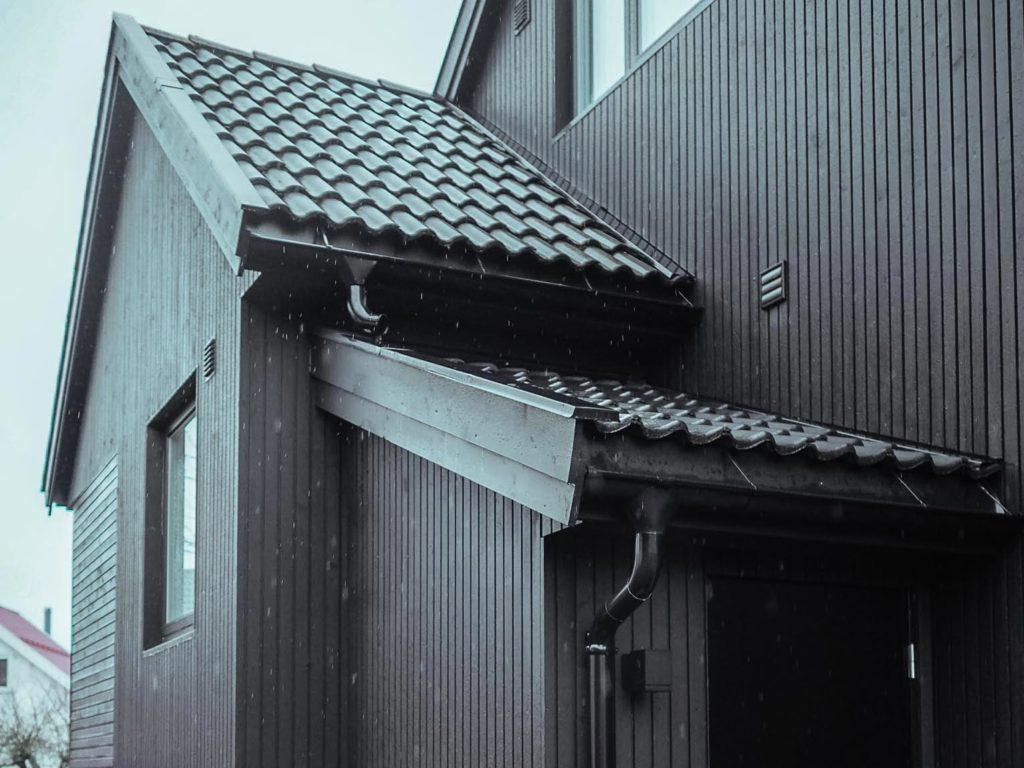 Bilde av kortside av huset til finalist nummer 3 i  eksteriørprisen 2021.