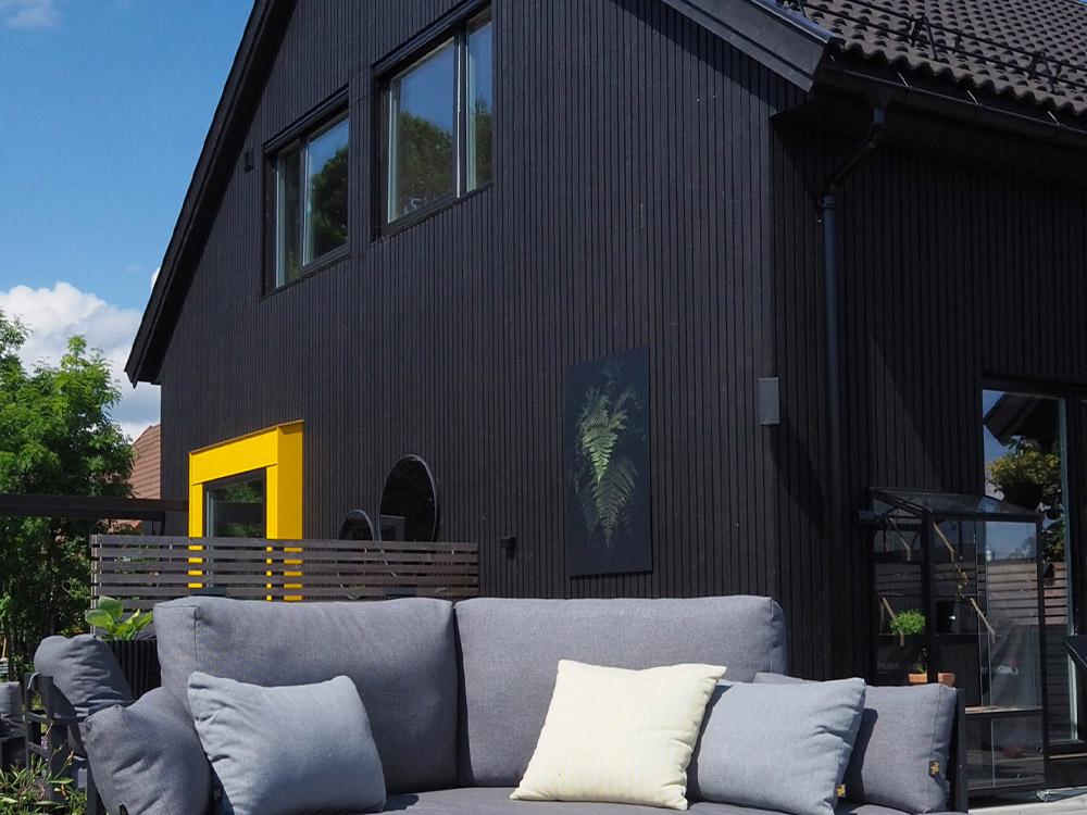 Bilde av sort hus - eksteriørprisen 2021 finalist nummer 3.