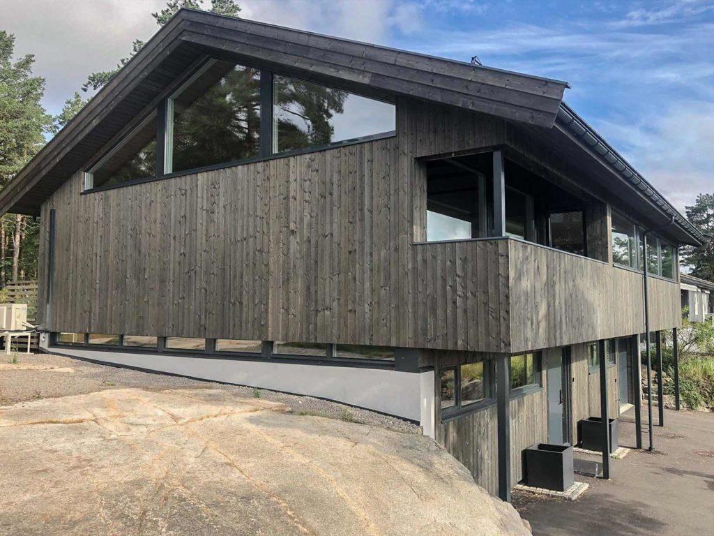Bilde av hus med NORD-kledning fra siden.