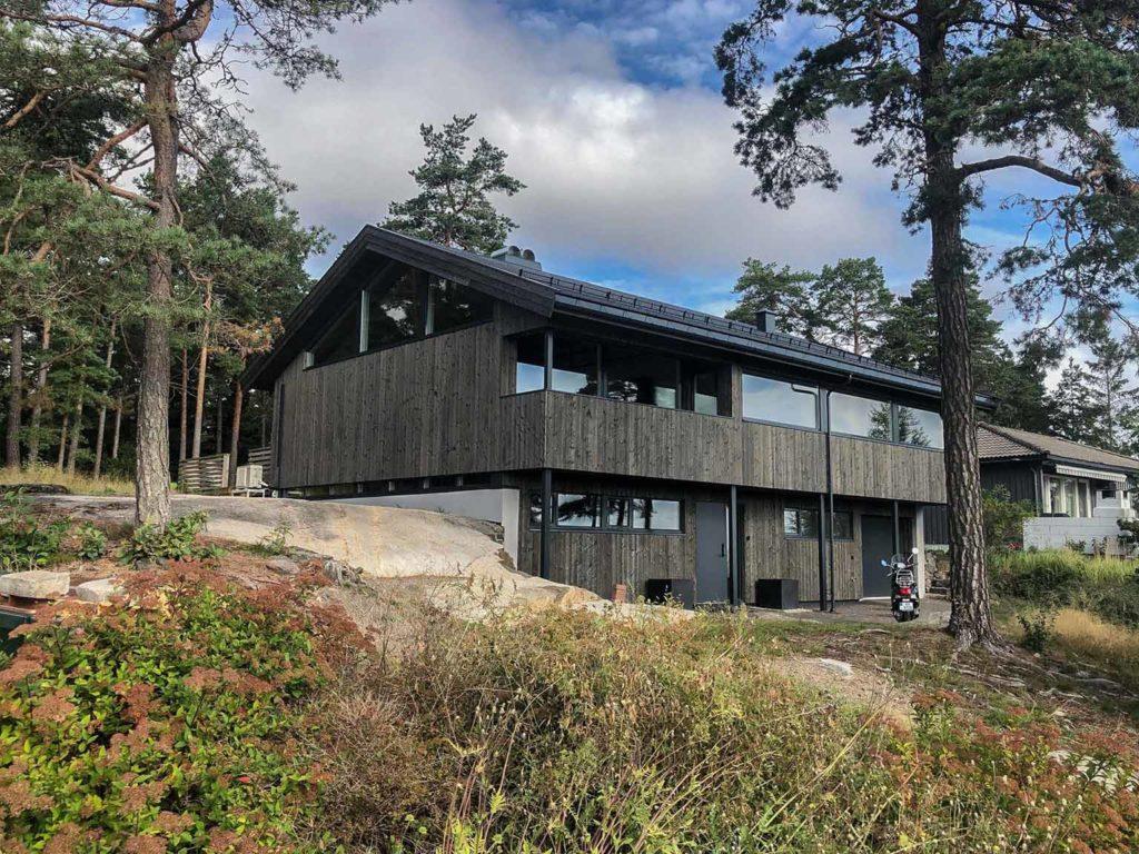 Bilde av hus med NORD-kledning. Renovasjonsprosjekt. Finalist nummer 10 i eksteriørprisen 2021.