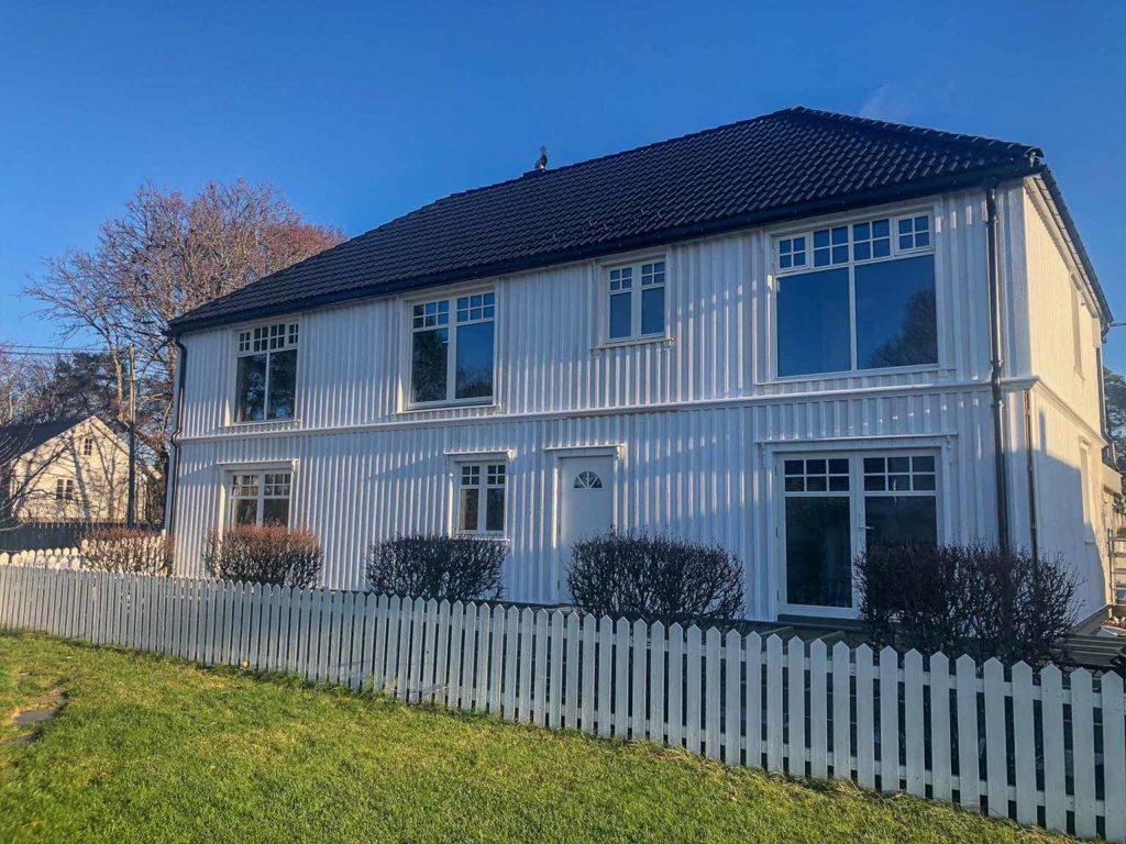 Bilde av klassisk hus fra forsiden - finalist nummer 2 eksteriørprisen 2021.
