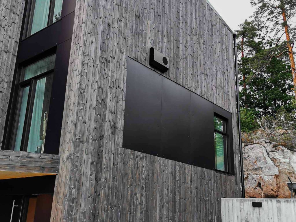 Bilde av hus med Nord-kledning. Fasadeplater og stående NORD-kledning Finalist nummer 8 i eksteriørprisen 2021.