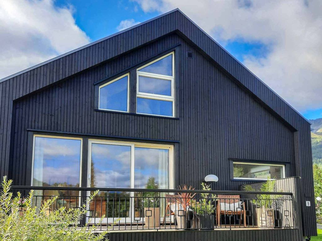 Bilde av hus med veranda - eksteriørprisen 2021 finalist nummer 6.