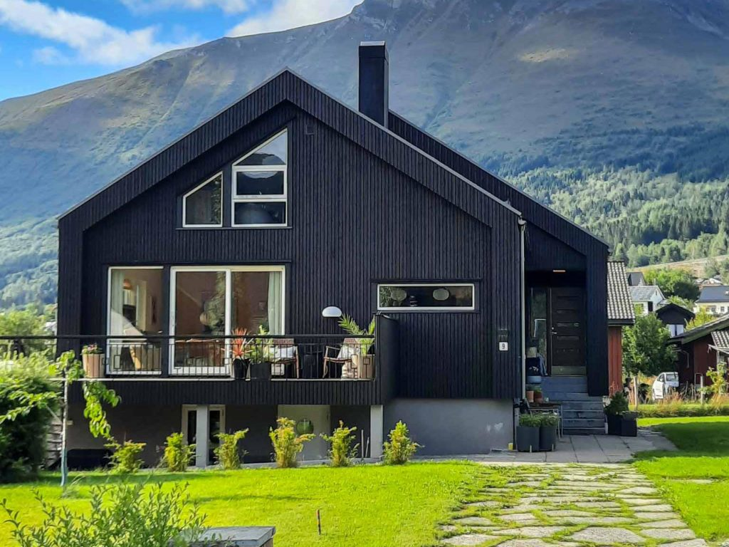 Bilde av hus fra forsiden - eksteriørprisen 2021 finalist nummer 6.
