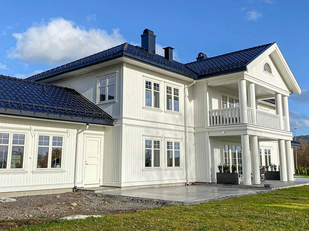 Bilde av klassisk hus fra siden, finalist i Eksteriørprisen 2021