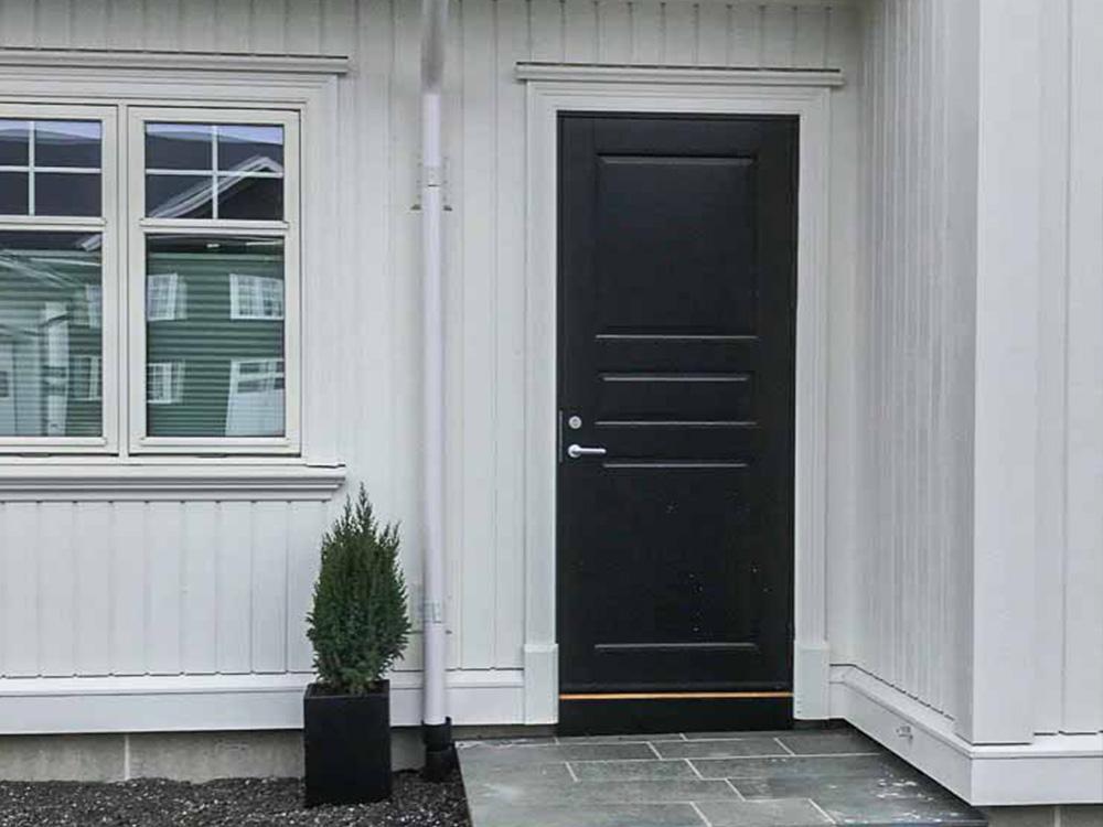 Bilde av inngangsparti på klassisk hus, finalist i Eksteriørprisen 2021