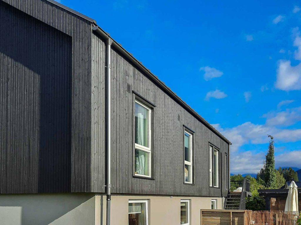 Bilde av hus fra siden- eksteriørprisen 2021 finalist nummer 6.